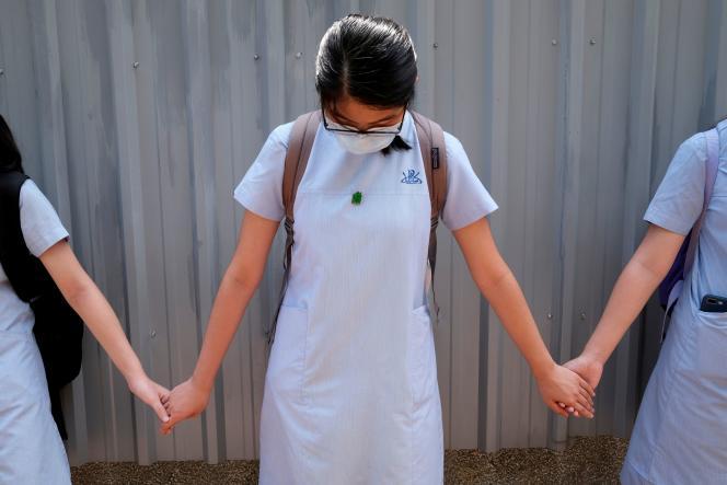 Une écolière lors d'un mouvement de protestation en juin.