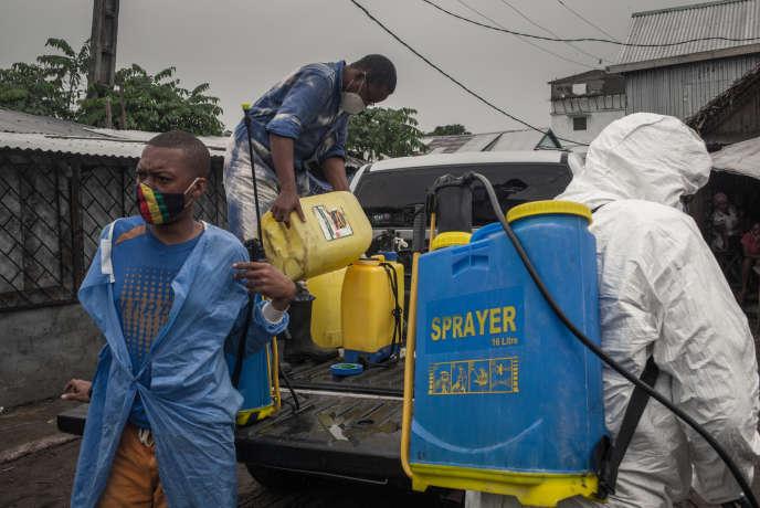 Une équipe de désinfection dans les rues de Tamatave, le 4 juin 2020.