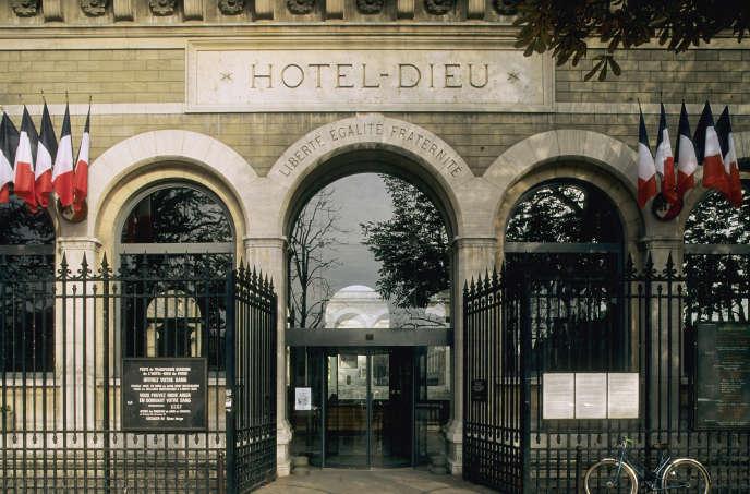 L'entrée de l'Hôtel-Dieu, dans le 4e arrondissement de Paris.
