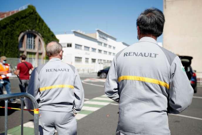 Des ouvriers de Renault manifestent contre la fermeture du site du constructeur automobile,le 29 mai à Choisy-le-Roi (Val-de-Marne).