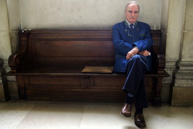 Jean Raspail au tribunal correctionnel de Paris, le 16 septembre 2005.