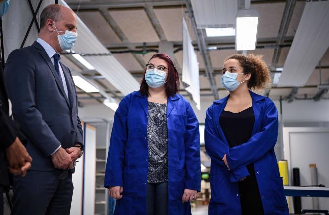 Jean-Michel Blanquer, ministre de l'éducation, lors d'une visite au lycée professionnel Jean-Perrin àSaint-Cyr-l'Ecole, le 2 juin.