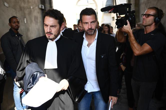 Jérôme Kerviel et son avocat, maître David Koubbi, lors de son procès en appel au palais de justice de Versailles, le 23 septembre 2016.