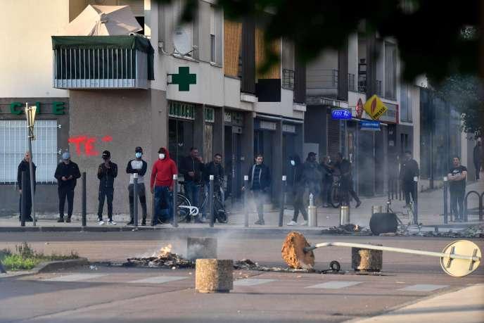 Des affrontements entre des hommes encagoulés etles forces de l'ordre ont eu lieu dans le quartier des Grésilles, à Dijon, lundi15juin.