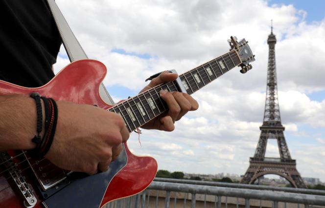 Le musicien Aidan Rhor lors d'un concert au Trocadéro, à Paris, le 21 juin 2019.
