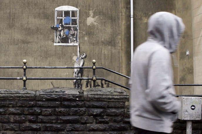 «Well Hung Lover» de Banksy, réalisé à Bristol (Angleterre), en 2006.