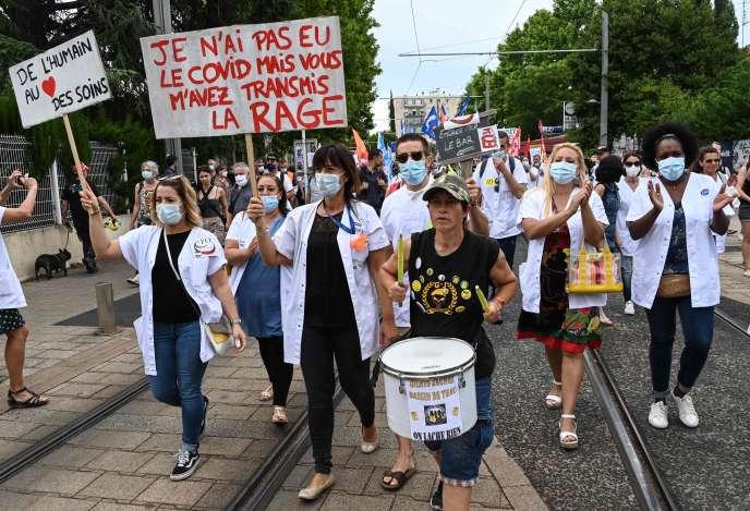 Plusieurs milliers de manifestants ont défilé àMontpellier, entre les principaux sites du CHU.