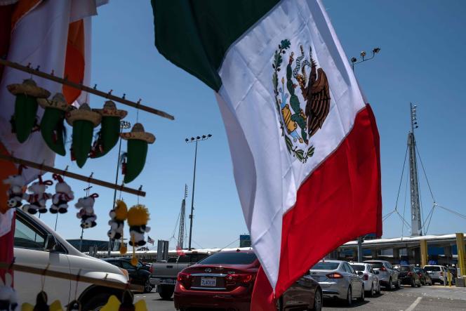 Passage de la frontière, à Tijuana, entre le Mexique et les Etats-Unis, mardi 16 juin.