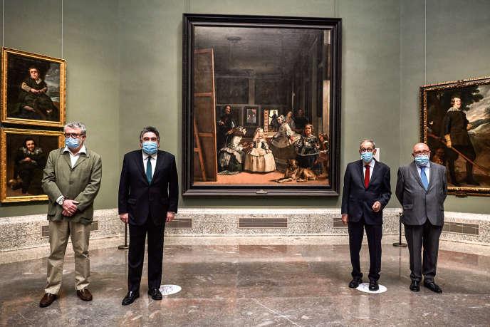 De gauche à droite : le directeur du Prado Miguel Falomir, le ministre de la culture et des sports José Manuel Rodríguez Uribes, le président du musée Javier Solana et le secrétaire du ministre de la culture Javier Garcia, à la réouverture du musée, le 6 juin.