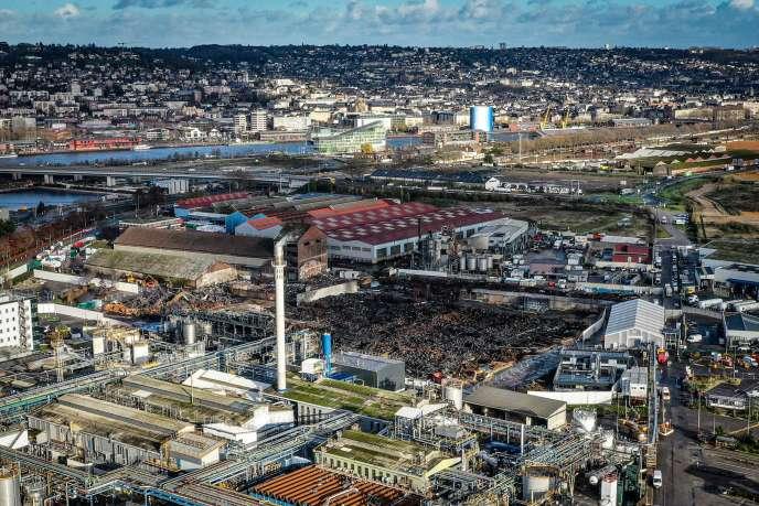 L'usine Lubrizol brûlée, dans la zone industrielle, le 9 décembre 2019 à Rouen.
