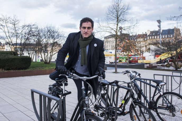 Xavier Bouvet, candidat de rassemblement de la gauche et les verts à son arrivée pour un meeting électoral à Metz, le 3 mars 2020.