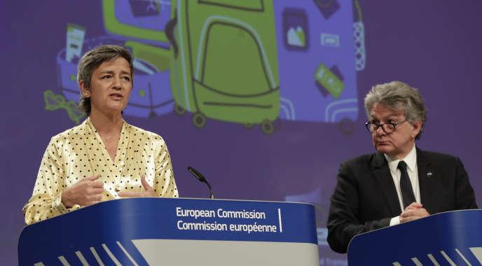 La commissaire à la concurrence, Margrethe Vestager, et son homologue au marché intérieur, Thierry Breton, à Bruxelles, le 29 mai.