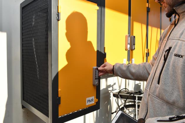 Chaque utilisateur dispose d'un digicode dans l'abri-vélo autonome, à Rezé, près de Nantes (Loire-Atlantique).