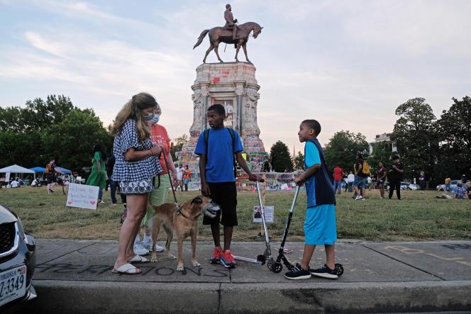 La statue de Robert E. Lee est devenue un lieu de rassemblements et de manifestations.
