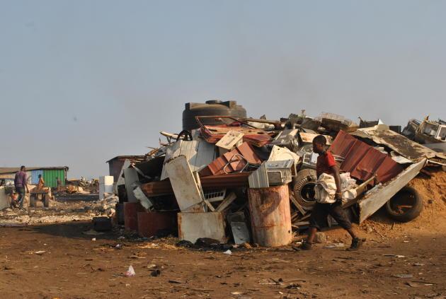 Un stock d'acier trié, typique du paysage de la déchetterie d'Agbogbloshie.