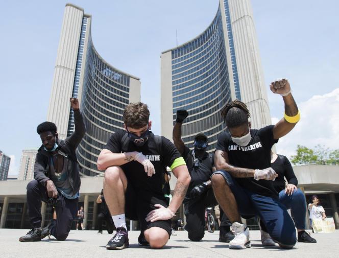 Lors d'une manifestation contre le racisme, le 5 juin à Toronto.