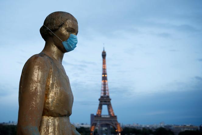 Sur la place du Trocadéro, le 2 mai, à Paris.
