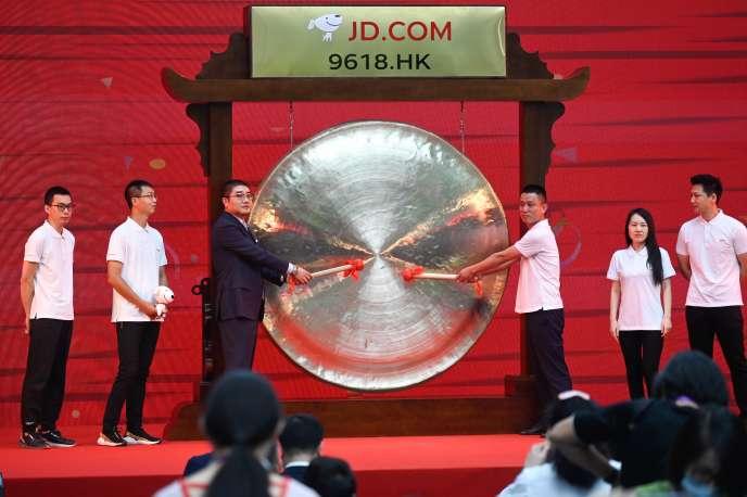 Cérémonie d'entrée en cotation de la société JD.com à la Bourse deHongkong, le 18 juin 2020 à Pékin, au siège de l'entreprise.