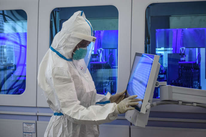 Travail de recherche sur le Covid-19 dans un laboratoire de Nairobi, au Kenya, le 14 mai 2020.