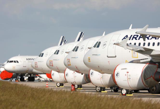 Des moyen-courriers Airbus A319 d'Air France sur le tarmac de l'aéroport Charles-de-Gaulle,le 25 mai à Roissy (Val-d'Oise).