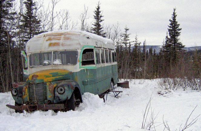Le bus dans lequel Christopher McCandless avait trouvé refuge en 1992, non loin de la piste Stampede, en Alaska.