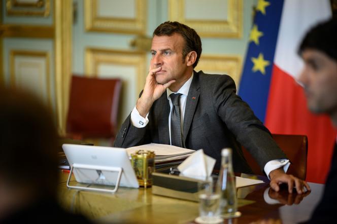Emmanuel Macron lors d'une réunion virtuelle avec les dirigeants européens pour discuter du fonds de relance de l'UE, à Paris, le 19 juin.