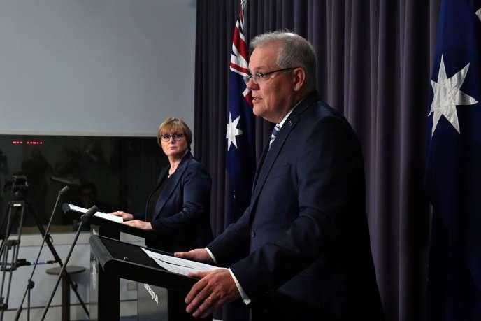 Le premier ministre australien,Scott Morrison, en conférence de presse avec la ministre de la défense, Linda Reynolds, à Canberra, vendredi 19 juin.