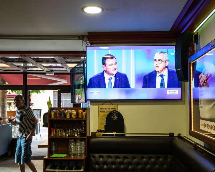 Dans un bar du centre-ville de Perpignan, le 18 juin.
