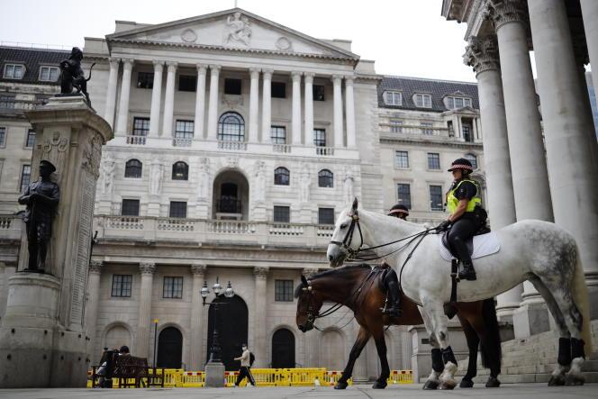 Devant la Banque d'Angleterre, à Londres, le 17 juin.