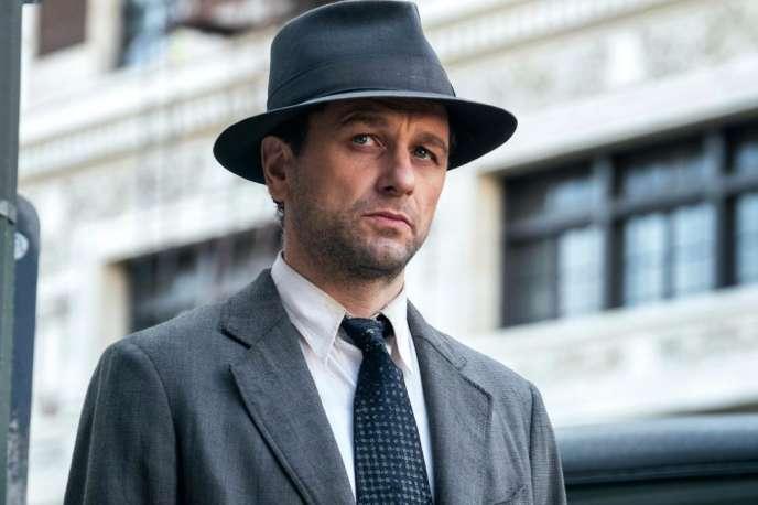 Matthew Rhys reprend le rôle de l'avocat californien Perry Mason, après Raymond Burr.