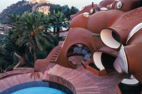 Palais Bulles de Pierre Cardin? à Théoule-sur-Mer, en 1994, dans les Alpes-Maritimes, France. (Photo by NamHun SUNG/Gamma-Rapho via Getty Images)