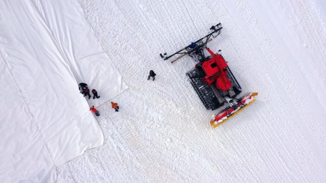 Photo aérienne du chantier sur le glacier de Presena, prise le 19 juin.