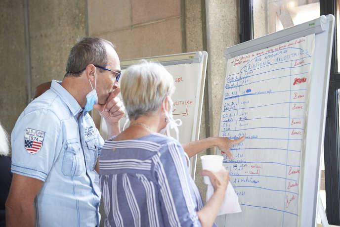 Les citoyens avaient la possibilité d'exprimer des opinions minoritaires lorsqu'ils étaient en désaccord avec des mesures, à condition de pouvoir les signer des noms de trois personnes.