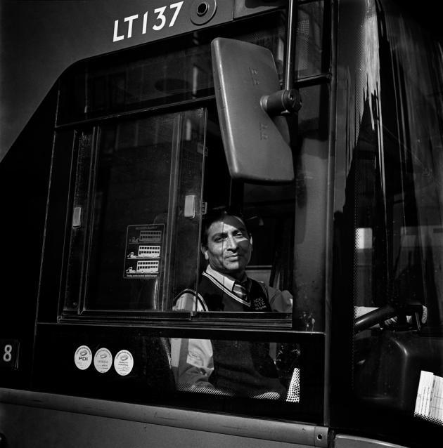 Le conducteur de la ligne 148, à la station Camberwell Green, à Londres, le 11 avril.
