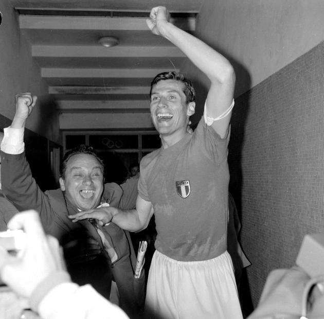 L'Italien Giacinto Facchetti après sa victoire à pile ou face contre l'URSS en demi-finale,le 5 juin 1968 à Naples.