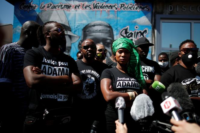 La militante Assa Traoré lors d'une conférence de presse, à Stains (Seine-Saint-Denis), en juin 2020.