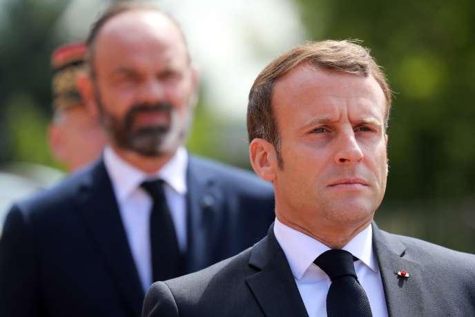 Emmanuel Macron et Edouard Philippe lors de la cérémonie de commémoration de l'appel du 18 juin au mémorial de la France combattante du Mont-Valerien (Hauts-de-Seine).