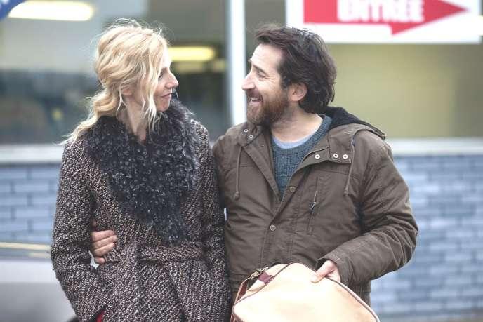 Sandrine Kiberlain (Marie) et Edouard Baer (Sam) dans« Encore heureux», de Benoît Graffin.