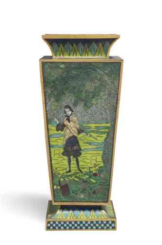 Marine Kisiel :«James Tissot, peintre, aquarelliste, graveur et, à ses heures, photographe, s'est curieusement épris de la technique de l'émail cloisonné dans les années 1870, et l'a pratiquée pendant plus de deux décennies. Son goût de l'objet, et sa passion de collectionneur pour les arts extrême-orientaux, de même que l'engouement de son époque pour le cloisonné, expliquent sans doute qu'il ait réalisé – lui-même, et avec son assistant anglais – d'éblouissants objets dans cette technique pourtant difficile: plaques, vases et jardinières s'inspirent de ses compositions picturales, à l'instar de ce vase au motif d'une femme jouant au croquet.»