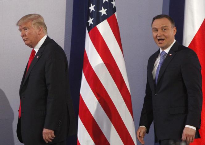 Le président américain Donald Trump et son homologue polonais Andrzej Duda, le 6 juillet 2017, au sortir d'une conférence de presse, à Varsovie.