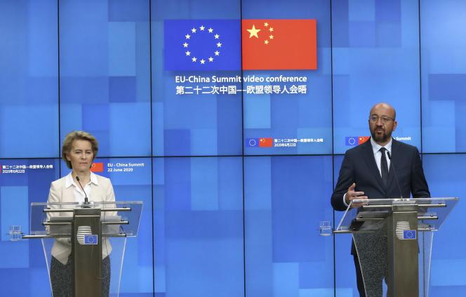 Le président du Conseil européen et la présidente de la Commission européenne, à l'issue d'un sommet UE-Chine, en vidéoconférence, le 22 juin.