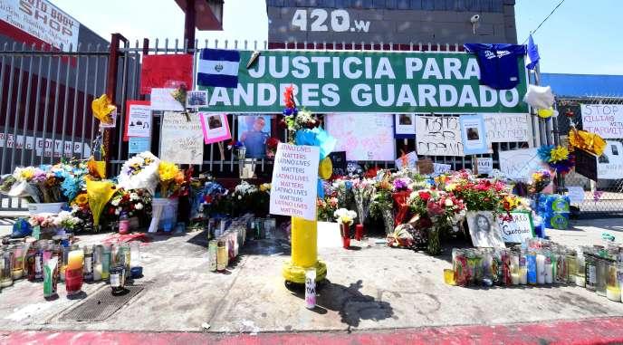Un mémorial en l'honneur d'Andres Guardado, à Gardena (Californie), mardi 23 juin.