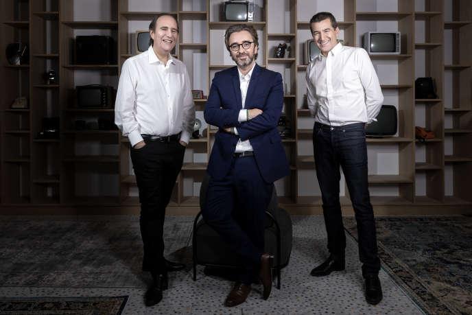 De gauche à droite : Xavier Niel, Pierre-Antoine Capton et Matthieu Pigasse, les fondateurs du groupe Mediawan, à Paris, le 19 juin.
