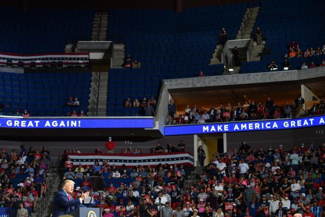 De nombreux sièges sont restés vides lors du meeting de Donald Trump au BOK Center de Tulsa, le 20 juin.