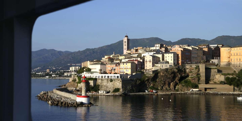 Covid-19: la Corse demande aux voyageurs venant pour les fêtes de présenter un test négatif