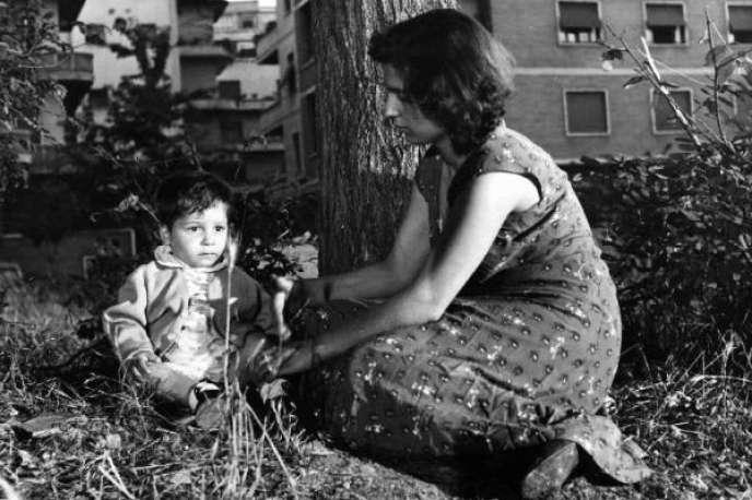 « Storia di Caterina» (« L'Histoire de Catherine»), l'un des six courts-métrages de«L'Amore in citta» (« L'Amour à la ville»), réalisé en 1953.