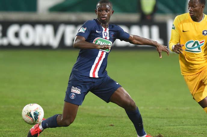Né à Paris, Tangy Kouassi a disputé treize matchs comme défenseur axial ou milieu de terrain avec le PSG au cours de la saison écoulée.