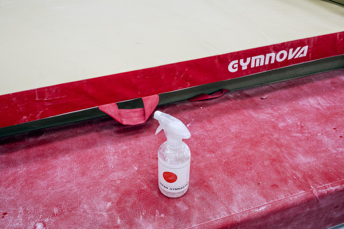 Solution hydroalcoolique dans un gymnase de l'Insep, le 18 juin.