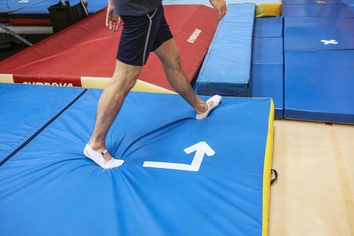 Un sens de circulation dans les salles d'entraînement a été établi pour éviter les croisements entre les athlètes.