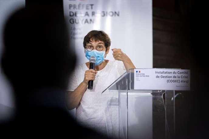 En Guyane, où la ministre des outre-mer, Annick Girardin, est arrivée mardi soir, l'épidémie due au coronavirus est en pleine progression, la menace d'un reconfinement divise la population de ce territoire français voisin du Brésil.